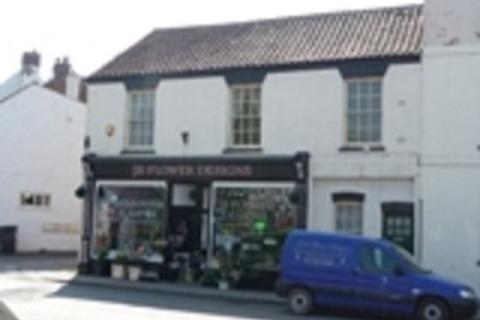 2 bedroom flat to rent - South Market Place, Alford