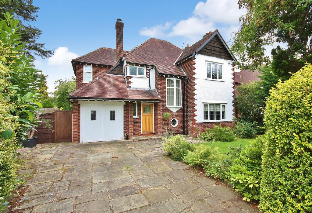3 Bedrooms Detached House for sale in Fairbourne Drive, Wilmslow