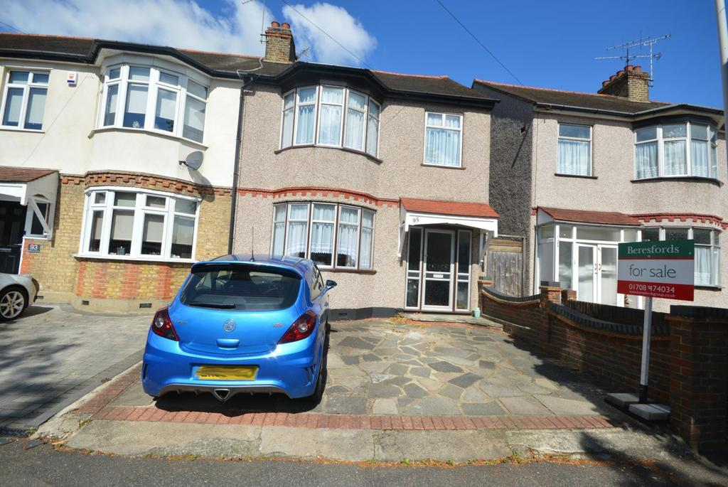 3 Bedrooms End Of Terrace House for sale in Lyndhurst Drive, Hornchurch, Essex, RM11