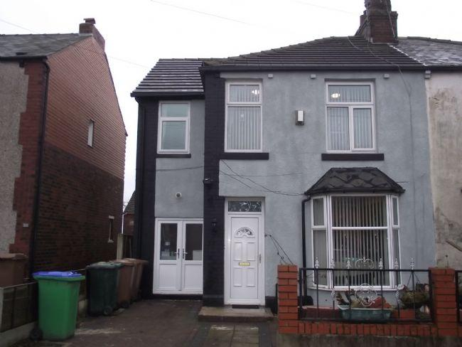 5 Bedrooms Semi Detached House for sale in Lynton Avenue, Rochdale