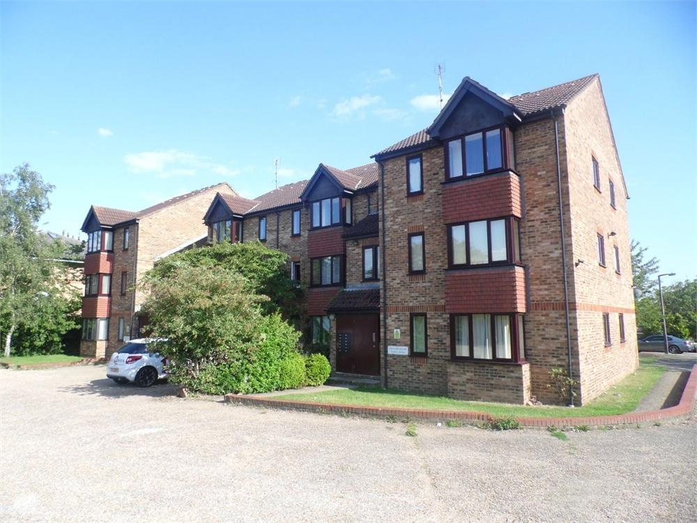 Studio Flat for sale in Franklin Avenue, Slough, Berkshire