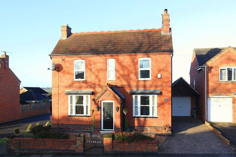 3 Bedrooms Detached House for sale in WOMBOURNE, Common Road