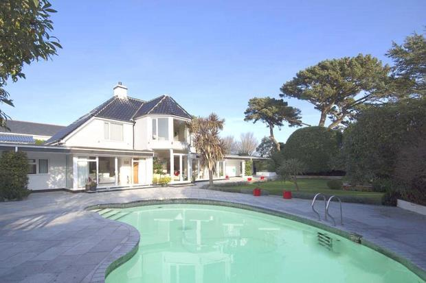 5 Bedrooms Detached House for sale in Fort Road, St. Peter Port, Guernsey