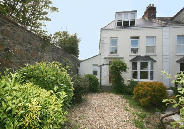 4 Bedrooms Semi Detached House for sale in Queens Road, St. Peter Port