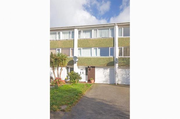 3 Bedrooms Terraced House for sale in Green Lanes, St Peter Port