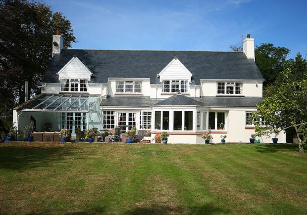 5 Bedrooms Detached House for sale in Les Baissieres, Castel, Guernsey