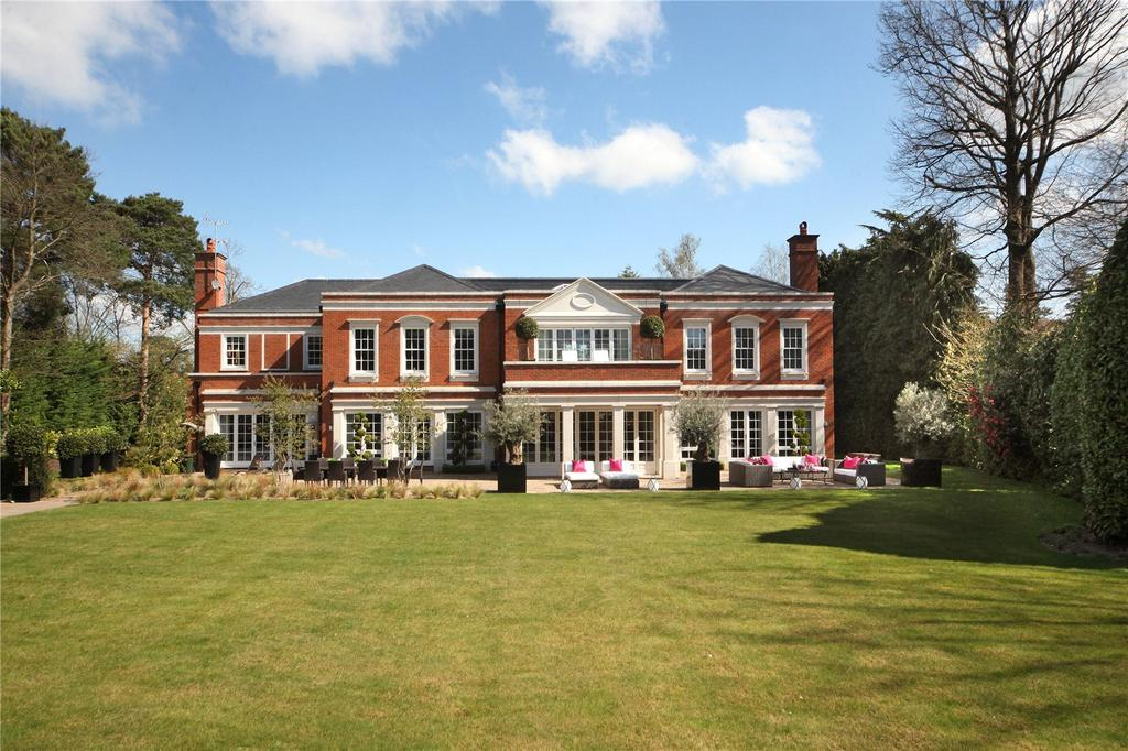 5 Bedrooms Detached House for sale in South Road, St. Georges Hill, Weybridge, Surrey, KT13