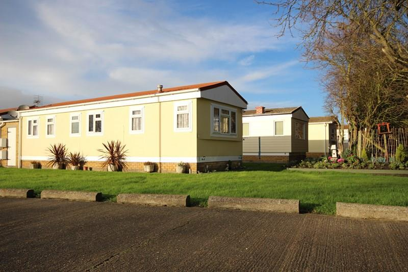 Meadow view park little clacton clacton on sea 1 bed mobile home for sale 39 995 - The mobile home in the meadow ...