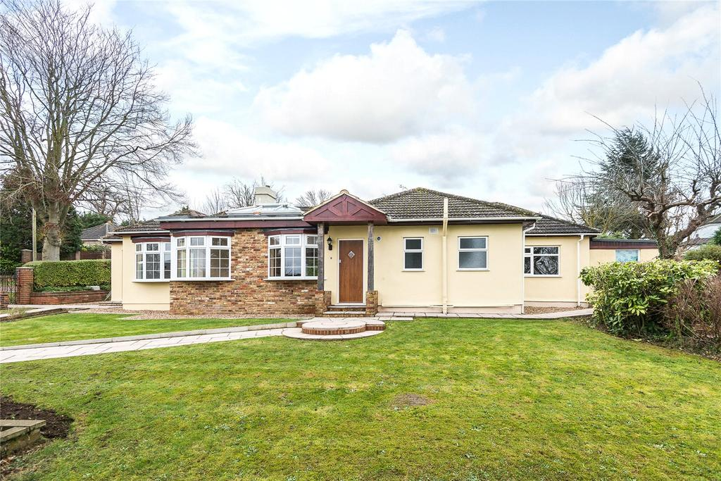 3 Bedrooms Detached Bungalow for sale in Belfry Avenue, Harefield, Uxbridge, Middlesex, UB9