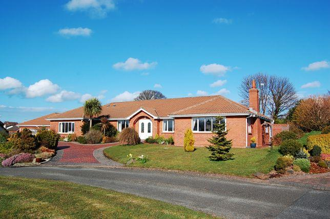 4 Bedrooms Bungalow for sale in Westhill Village, Ramsey, IM8 3TD