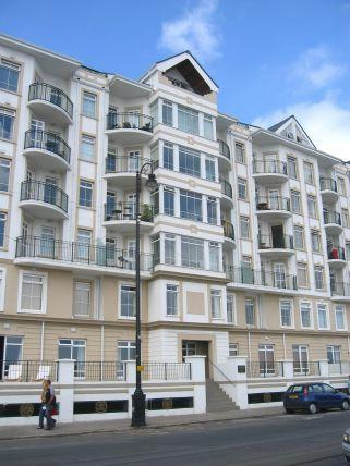 2 Bedrooms Apartment Flat for sale in Queens Promenade, Douglas, IM24NX