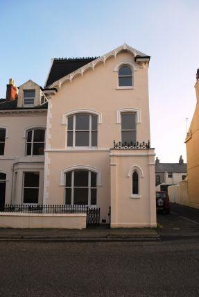 4 Bedrooms House for sale in Woodburn Square, Douglas, IM1 4DB