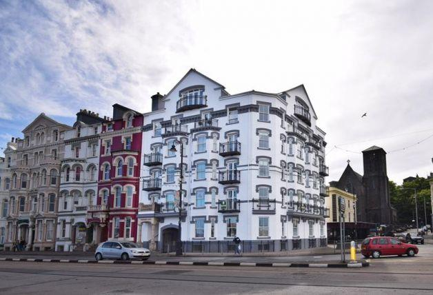 2 Bedrooms Apartment Flat for sale in Loch Promenade, Douglas, IM1 2NB