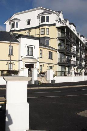3 Bedrooms Apartment Flat for sale in Kensington Place, Onchan, IM3 1HL