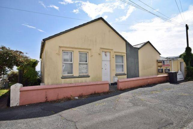 5 Bedrooms Bungalow for sale in Summerhill Grove, Douglas, IM2 4PH