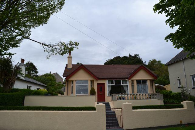 3 Bedrooms Bungalow for sale in High View Road, Douglas, IM25BQ