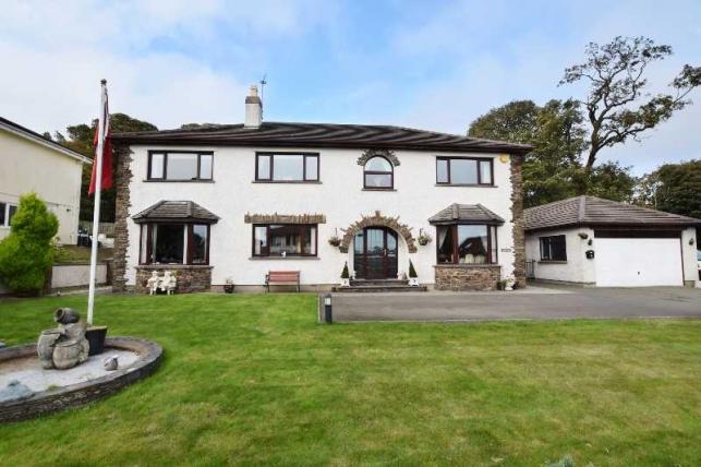 4 Bedrooms House for sale in Farmhill Park, Farmhill, Douglas, IM2 2EE