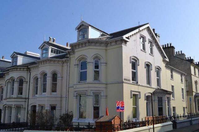 2 Bedrooms Apartment Flat for sale in Windsor Road, Douglas, IM1 3LG