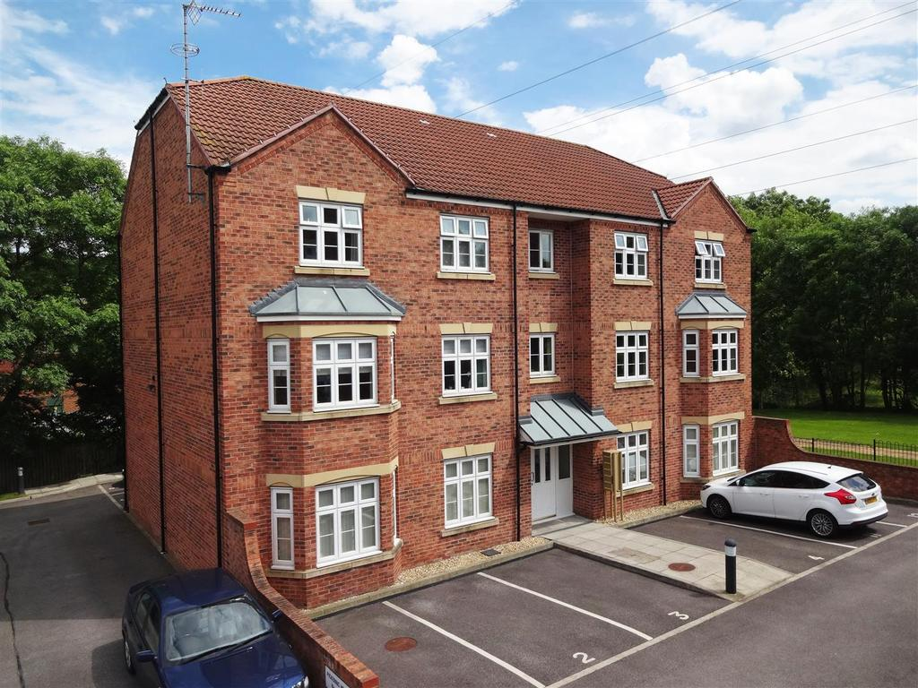 2 Bedrooms Apartment Flat for sale in Pickering House, Towler Drive, Rodley
