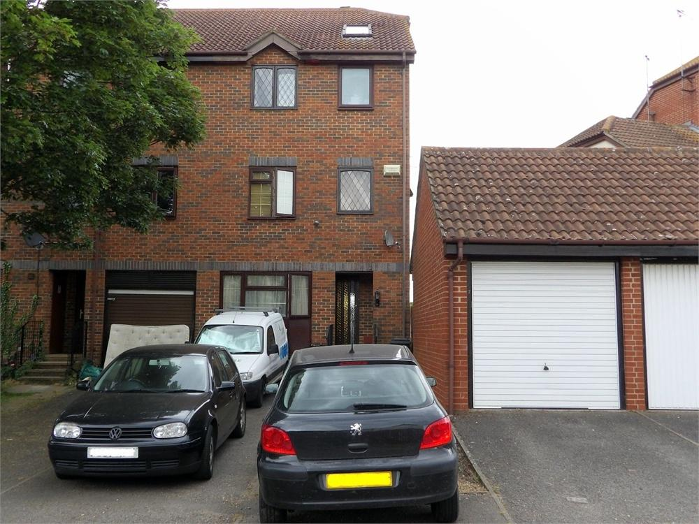 8 Bedrooms End Of Terrace House for sale in Grasmere Close, Feltham, Middlesex