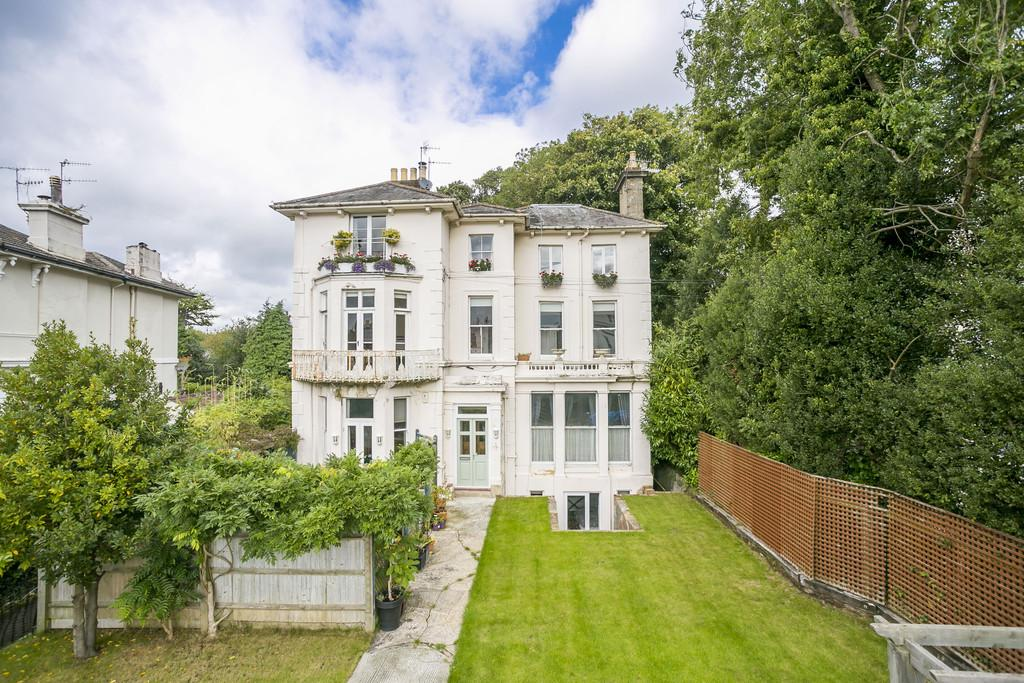 3 Bedrooms Flat for sale in Park Road, Southborough