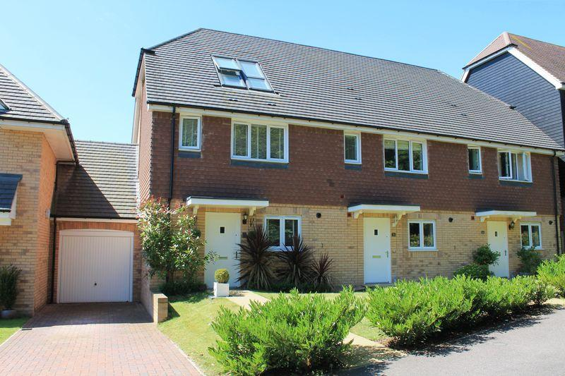 4 Bedrooms End Of Terrace House for sale in Oddstones, Pulborough