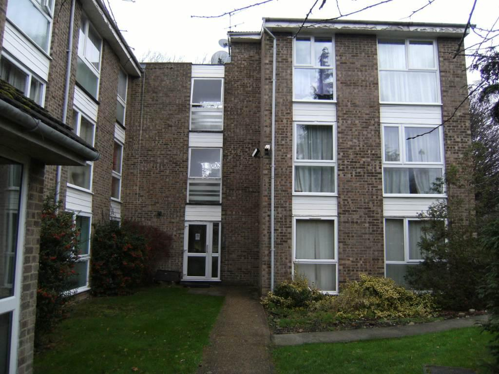 2 Bedrooms Flat for sale in Oakley Close, Isleworth, TW7