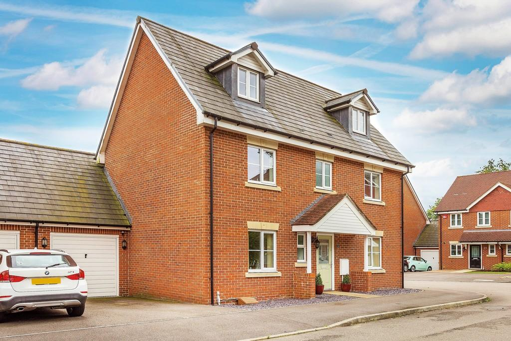 5 Bedrooms Town House for sale in Bordon
