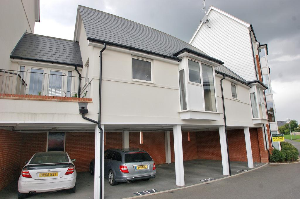 2 Bedrooms Apartment Flat for sale in Tydemans, Chelmsford, Essex, CM2