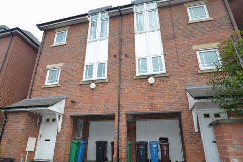 3 bedroom terraced house to rent - Mackworth Street Hulme. M15 5lp Manchester