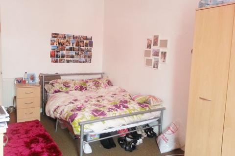 3 bedroom flat to rent - 7B Glynrhondda Street