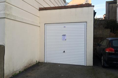Garage to rent - Buckingham Road, Brighton