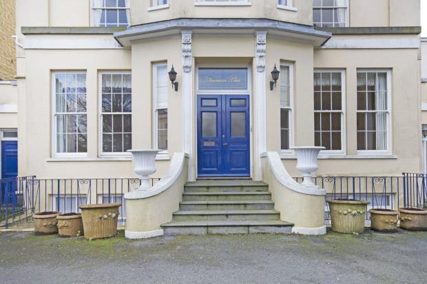 2 Bedrooms Apartment Flat for sale in Les Gravees Du Sud, St Peter Port, Guernsey