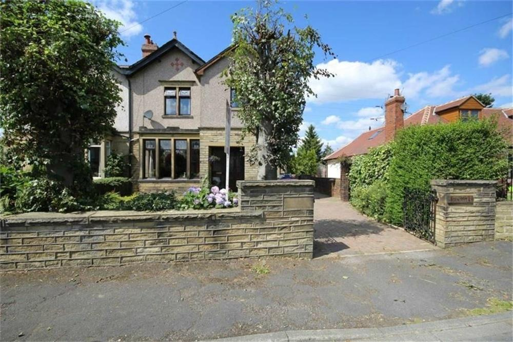 3 Bedrooms Semi Detached House for sale in Moorhouse Lane, Birkenshaw, West Yorkshire