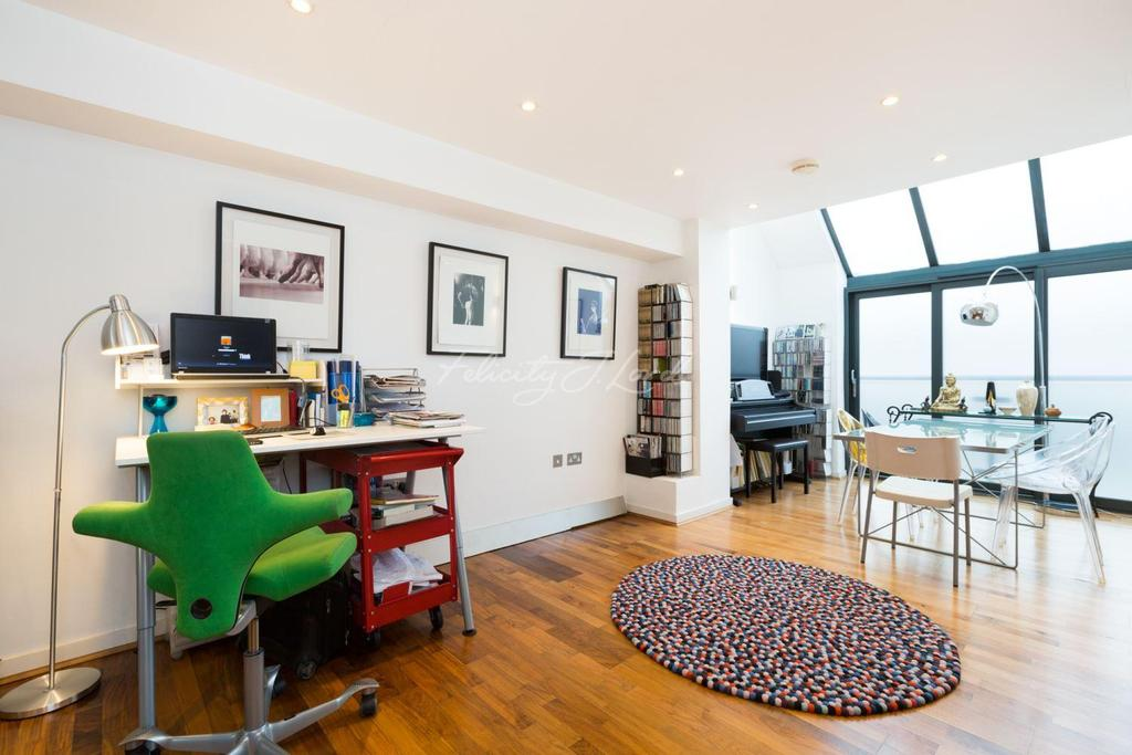 2 Bedrooms Flat for sale in Wakley Street, EC1.