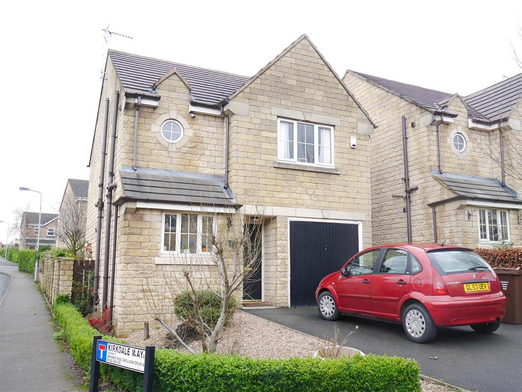 3 Bedrooms Detached House for sale in Royd Moor Road, Tong, BD4 0TR