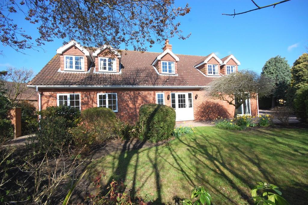 4 Bedrooms Detached House for sale in Woodlands, Louth