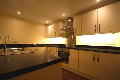 2 bedroom flat to rent - Highwayman Court, Kingswood