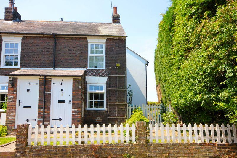 2 Bedrooms Terraced House for sale in Red Lion Cottages, Church Road, Studham