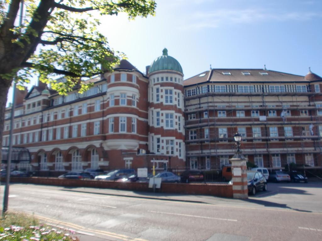 1 Bedroom Ground Flat for sale in Burlington Mansions, Owls Road