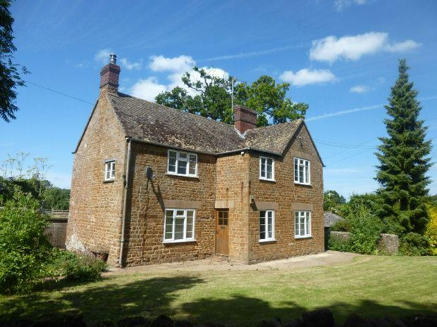 3 Bedrooms Cottage House for rent in Main Street, Wigginton