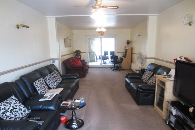 4 Bedrooms Detached House for sale in Oakland Avenue, Off Melton Road, Leicester, LE4