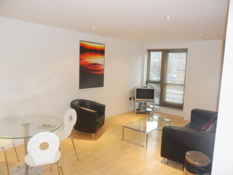 2 Bedrooms Apartment Flat for sale in BALMORAL PLACE, 2 BOWMAN LANE, LEEDS, LS10 1HR