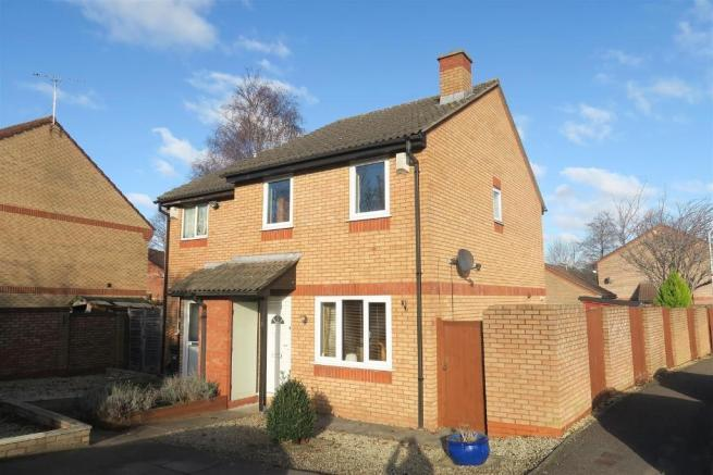 3 Bedrooms Semi Detached House for sale in Ashbourne Crescent, Taunton TA1