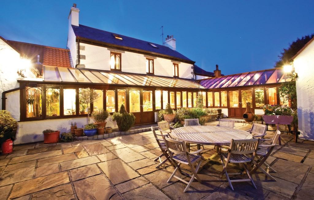 6 Bedrooms Detached House for sale in La Vrangue, Forest, Guernsey