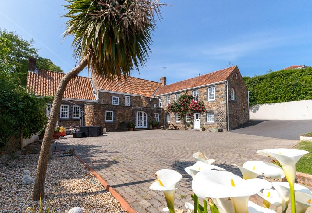 4 Bedrooms Detached House for sale in Le Varclin, St. Martin, Guernsey