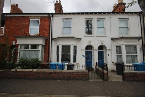 3 bedroom terraced house to rent - Sandringham Street, Hull, HU3