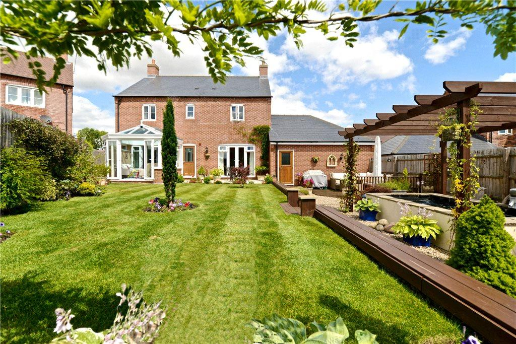 4 Bedrooms Detached House for sale in School Lane, Hartwell, Northampton, Northamptonshire