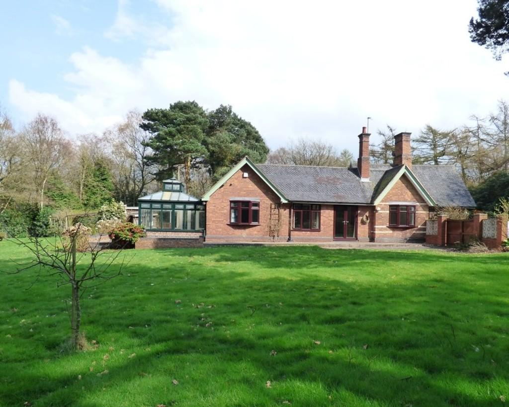 4 Bedrooms Detached Bungalow for sale in Beaudesert Park, Cannock Wood, Staffordshire