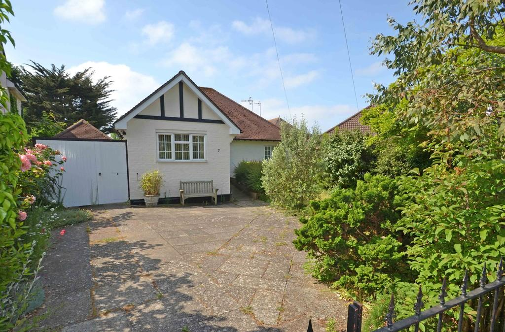 2 Bedrooms Detached Bungalow for sale in Offington Avenue, Worthing
